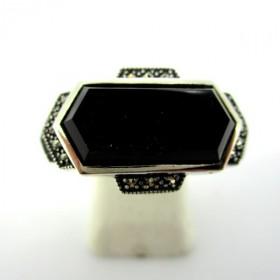 Bague hexagone en argent avec onyx noire