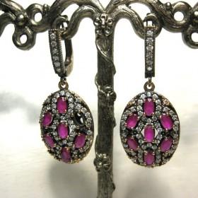 Boucles d'oreilles avec zirconium en rubis