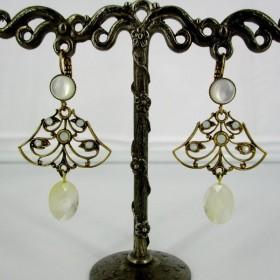 Boucles d'oreilles vintages dorées pour femme en nacre