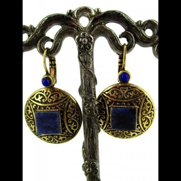 Boucle d'oreille dorée avec pierre lapis lazuli