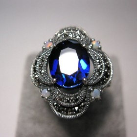 Bague style19 ème en argent avec zirconium bleue